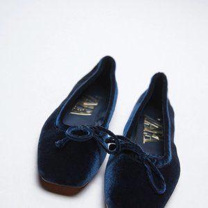 New Zara velvet ballet flats with bow blue